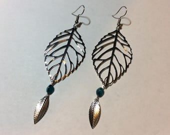 """""""Descent of leaves and his triangular Pearl"""" earrings"""
