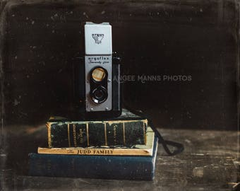 Still Life Photography, Vintage Camera, Vintage Books, Color