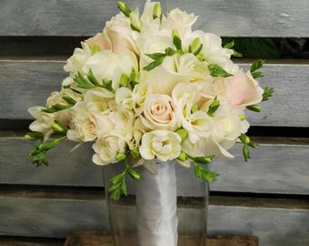 Bouquet of roses champagne, white roses and freesias