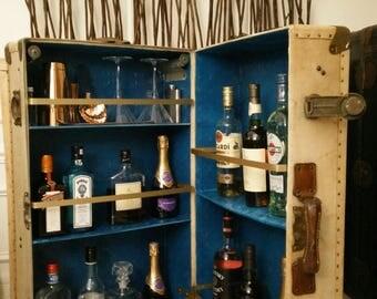 Trunk wardrobe transformed in furniture bar