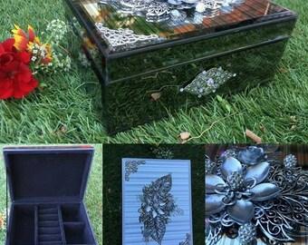 Silver mirrored jewellery box