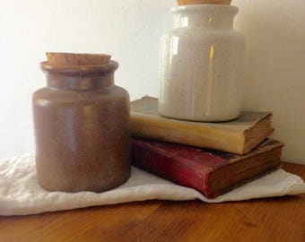 Pots in ancient sandstone for the mustard with Cork lid
