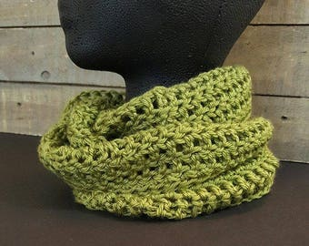 Crochet cowl, infinity cowl, infinity scarf, moss green, hand crochet