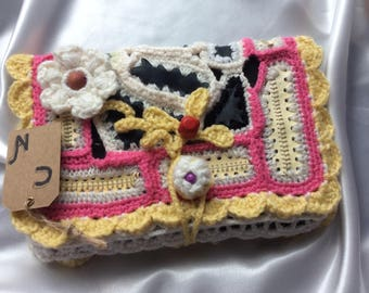 Smart pocket for Tablet, book, health... .cuire natural and acrylic crochet.