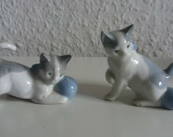 Vintage cat pair with 90s grey/white/blue ball kittens couples