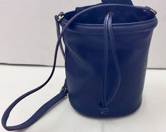Speck-blue leather bucket Bag