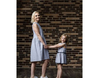 Pompon linen dress for girls
