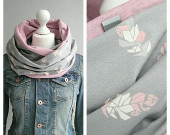 Loop, feathers, grey / white / pink