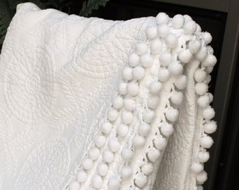 BIG SALE - Vintage Bates Matelasse Bedspread - Solid White Bed - Trapunto Style Blanket - Twin Spread - Snowy White Medalions - Coverlet - B
