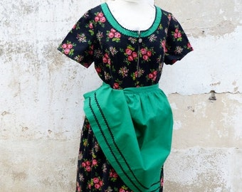 ON SALE 20% Vintage 1970/70s tyrol Austria October fest floral dirndl dress  + green cotton apron /size L/Xl