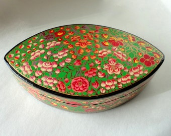 "Vintage 8 1/8"" Oval Petal Kashmir Paper Mache Lacquered Trinket Box Apple Blossom HandMade Painted Large Gift Treasure Valet Dresser Lidded"
