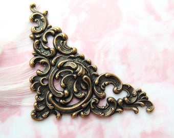 ANTIQUE BRASS Floral Scroll Ornate Corner Stampings ~ Jewelry Ornament Findings ~ Brass Stamping (C-1007)
