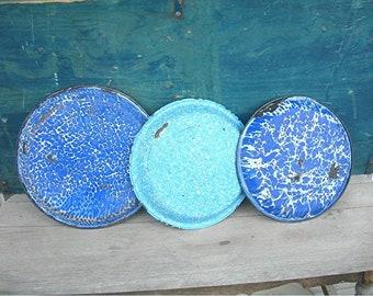 Granite Ware Pie Pans, 3 Enameled Grub Pans, Antique 1900s, Blue and White Enamel, Chuckwagon Grub Plates, Farmhouse Kitchen Primitive Decor
