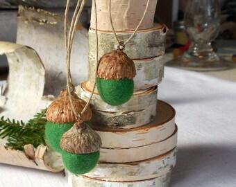 Christmas Acorns / Felted Wool Acorns  Felted Ornaments / Home Decor / Choice as ornament / Green felt acorns