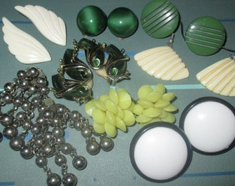 Last Call........Vintage MOD  Clip Earrings Earring LOT Dangle Glass Thermoset Plastic
