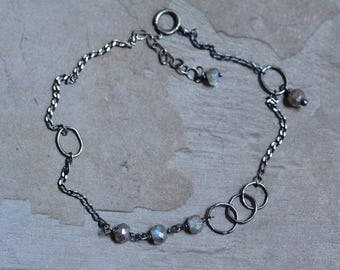 Sterling Silver Labradorite Bracelet - Oxidized Silver Circle Link Bracelet - Dainty Silver Bracelet - Simple Gemstone Bracelet