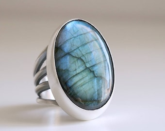 Labradorite ring. Sterling silver ring with natural Labradorite. Labradorite cabochon, gemstone ring, iridescence, silver statement ring.