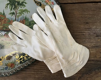 Vintage Ivory Gloves - Cotton - Pleated Detail - Hand Stitched