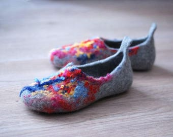 Wool slippers/ home shoes  in grey with colorful top Made to order, custom colors, any size