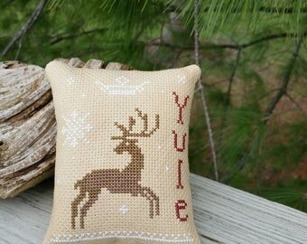 YULE & REINDEER Cross Stitch Christmas Decorative  Pillow Home and Living