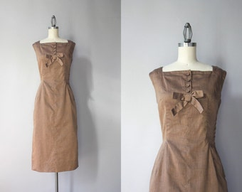 Vintage 50s Dress / 1950s Bows and Buttons Beige Cotton Dress / 50s Fitted Wiggle Dress