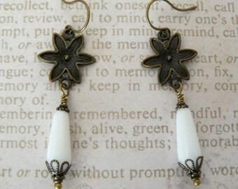 White and Brass Earrings, Boho Vintage White Teardrops Dangles, Floral Links, White Dangle Earrings, Vintage Style Jewelry