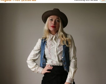 ON SALE 1970s Falling Leaf Blouse~Size Extra Small to Small