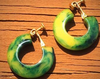 Bakelite Creamed Spinach Marbleized Screwback Clipon Chunky Hoop Earrings