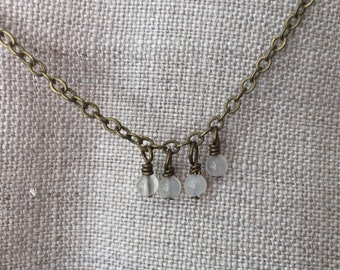 simple chain with tiny dangles - moonstone
