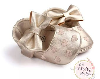 3-9 mo GOLD pu Leather moccasins w bow,slip-on baby shoe, baby moccs, leather shoes, baby feet, soft baby shoes, toddler shoes, baby shoes