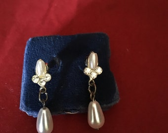 Rhinestone and pearl vintage earrings, simple and elegant.