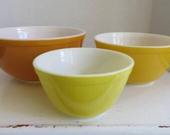 Vintage Nesting Bowl Set of Three Vintage Pyrex Bowls/Pyrex Daisy Pattern/Pyrex Citrus