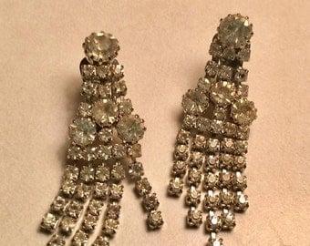 Vintage Weiss Rhinestone Earrings Clip Chandelier