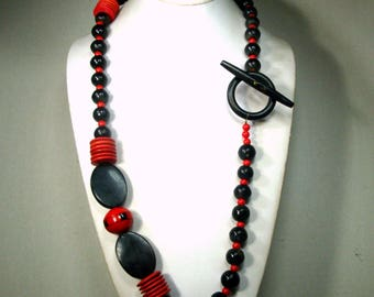 RED and Black Bead Necklace, Horn Wood and Glass Beads Drama, length, Easy On, OOAK R Starr 1980s