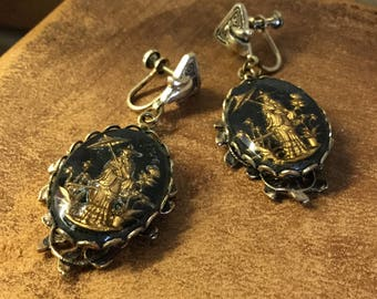 Asian Inspired Black Gold Reverse Intaglio Dangling Earrings Unsigned Screwback Japanese Man Holding Parasol Oval Drop Scalloped Edge Frame