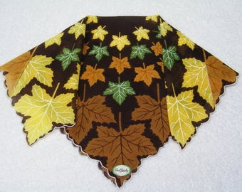 "Vintage UNUSED 13"" Scalloped Fall Autumn Leaves Leaf Floral Wedding Favor, Craft Handkerchief - 9800"