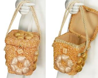 vintage 50s peach raffia beach basket purse, orange bouclé straw handbag, oversize 3D daisies, flip top box lid, rope handles, cotton lined