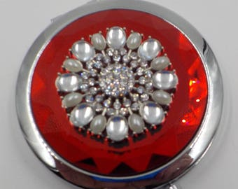 Stunning Red Jeweled Compact - Magnifying - Elegant - Rhinestones and faux pearls - Superb condition
