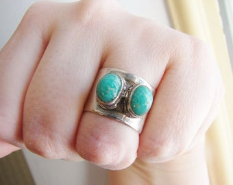 Vintage 1970s thick sterling silver oval ring ring with turquoise blue gemstones- size 7