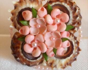 Beautiful Vintage Brooch Craft Shell Flowers Pearl Pink Salmon Leaf Green Shells