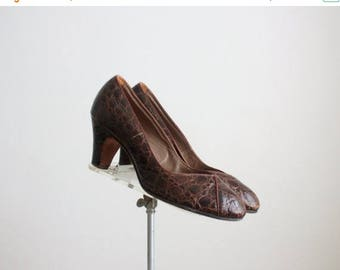 25% SALE 1940s crocodile pumps / size 7