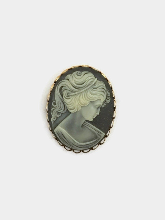 Vintage Cameo Brooch - Blue & White - Gold Tone Filagree