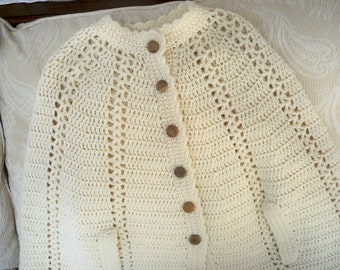 Vintage Clothing Women's Crochet Cape Button Cream Outdoor Wear Cape
