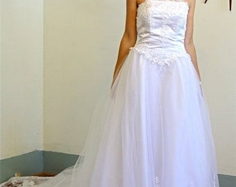 SALE 50% OFF Vintage Strapless Princess Ball Gown White Tulle Wedding Dress 7 Layer Full Skirt Ballerina Netting Lace Pearl Beading Long She