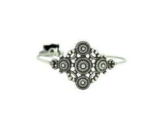 Manchette arabesque pompon noir dentelle métal jonc argenté soirée romantique fleur original art nouveau cadeau luxe marque createur fete