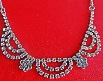 "Vintage art deco style 16"" silver tone necklace with sparkly rhinestones in great condition, appears unworn"