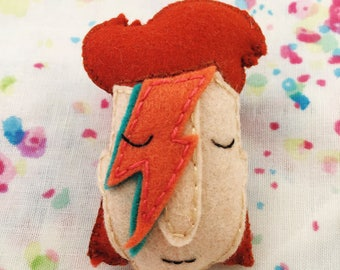 Ziggy Stardust/David Bowie Brooch (eyes closed) - handmade hand sewn embroidered wool felt pin accessory