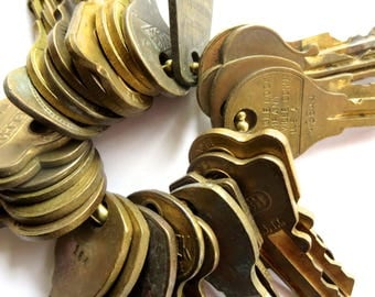 25 Bargain priced keys Vintage brass keys Vintage flat keys Artist supply keys Art supply House keys Cheap keys Destash keys Lots of keys #2