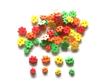 100 pcs Mix sizes flower buttons red green orange yellow colors