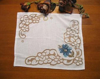 Vintage Place mat, Blue Flower Table Linen, Shabby Cottage, Rustic Placemat,